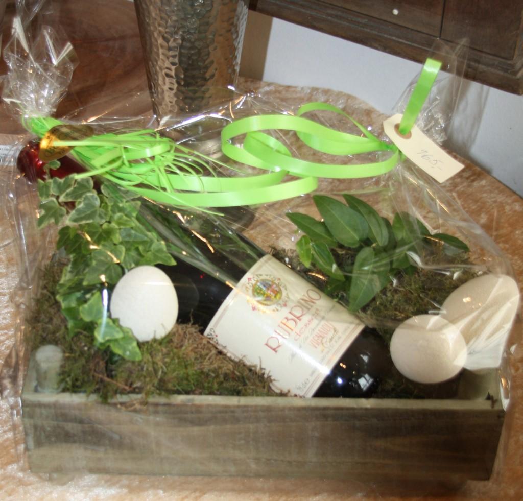 gavekurv med planter og vin